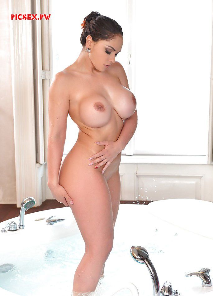 Aphrodite milf in the bathroom