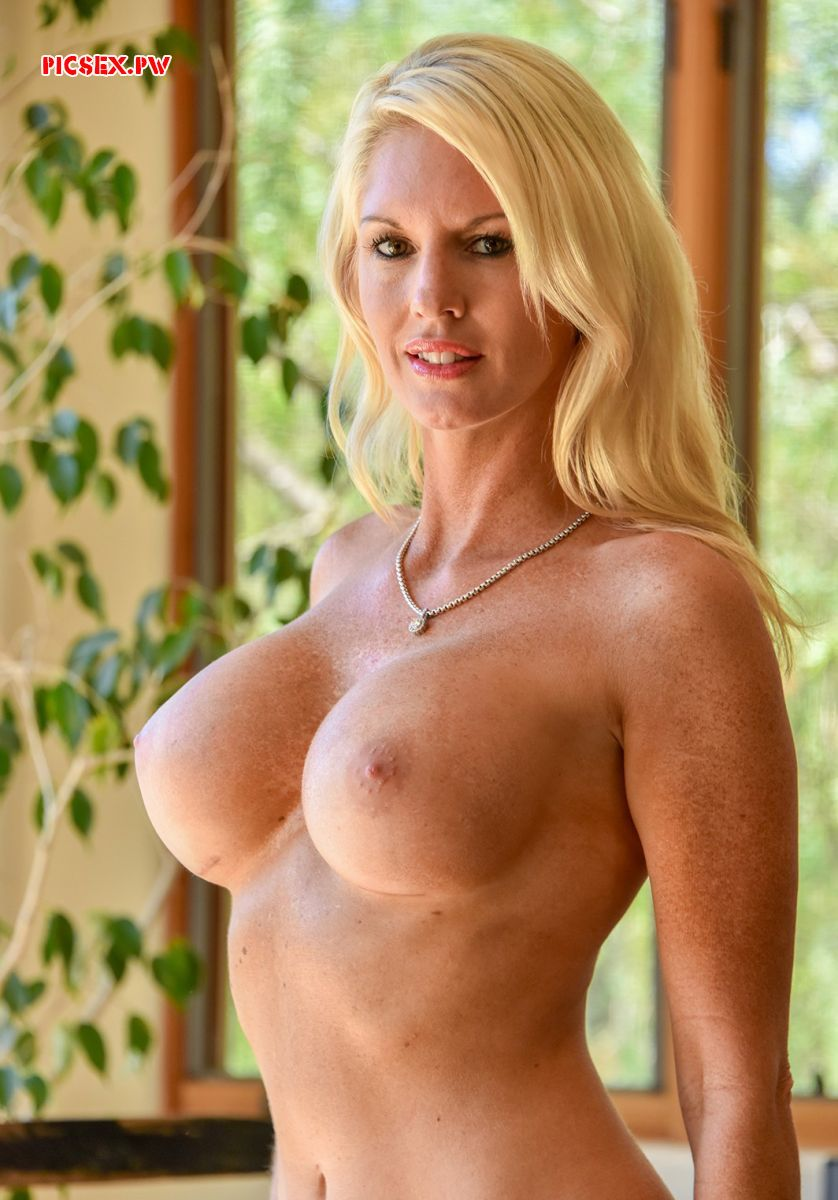 blonde naked milf with freckles