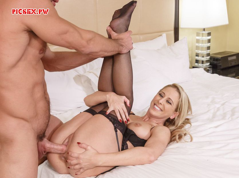 radosnuyu milf fucked in the cunt
