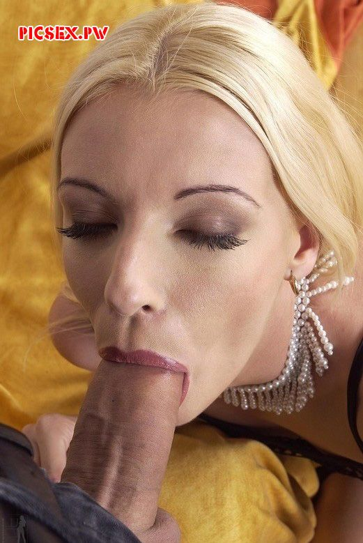milf blonde with pleasure sucks dick giant