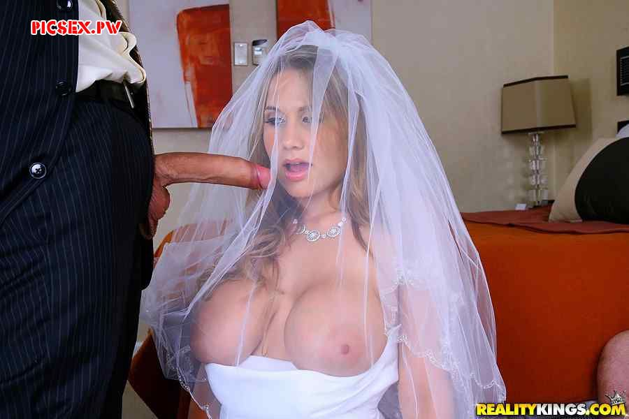 Busty bride one of the guests gave in his mouth