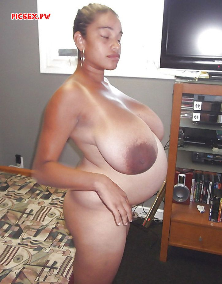 huge Tits pregnant black woman