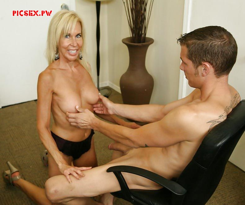 sex doggy style with a Mature aunt