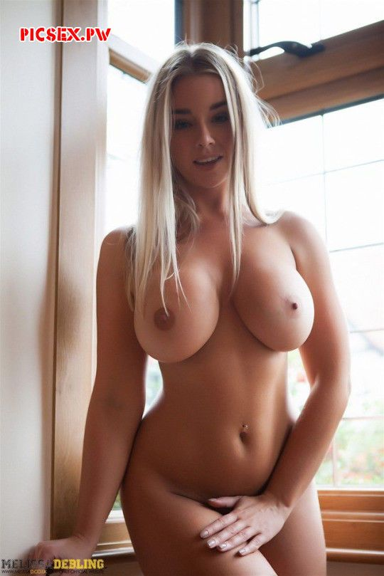 chubby babe with awesome Tits