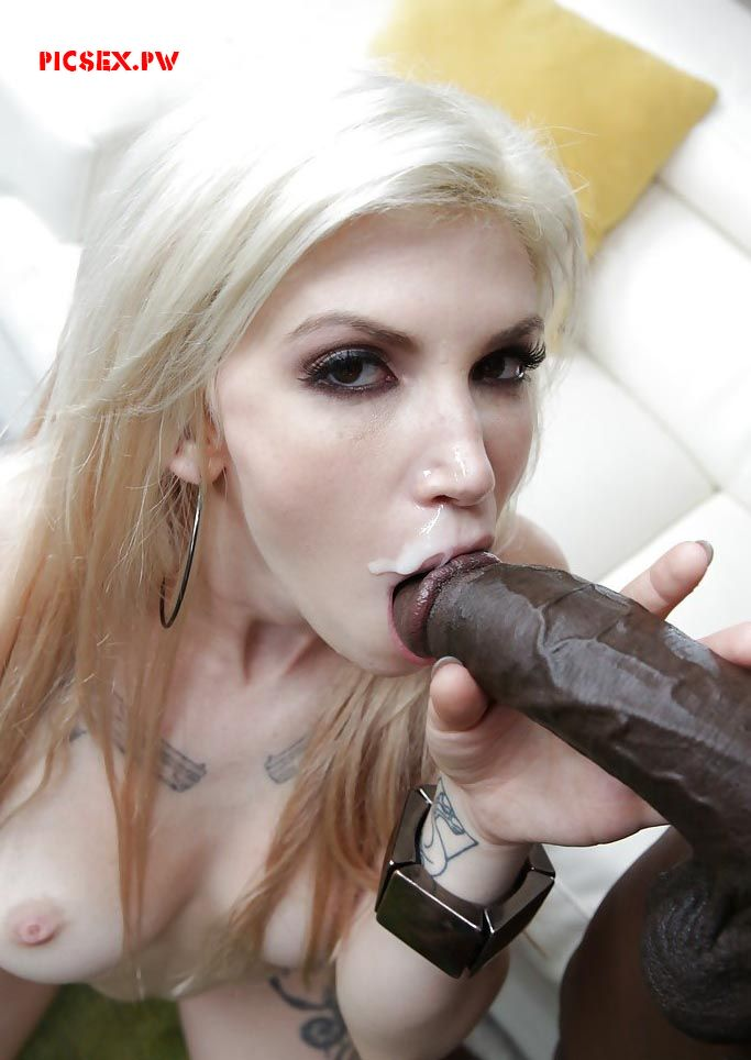 a huge bolt xxx cumshot Blondie in the mouth
