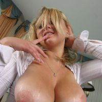 how do you like the blonde with the mega sisandra